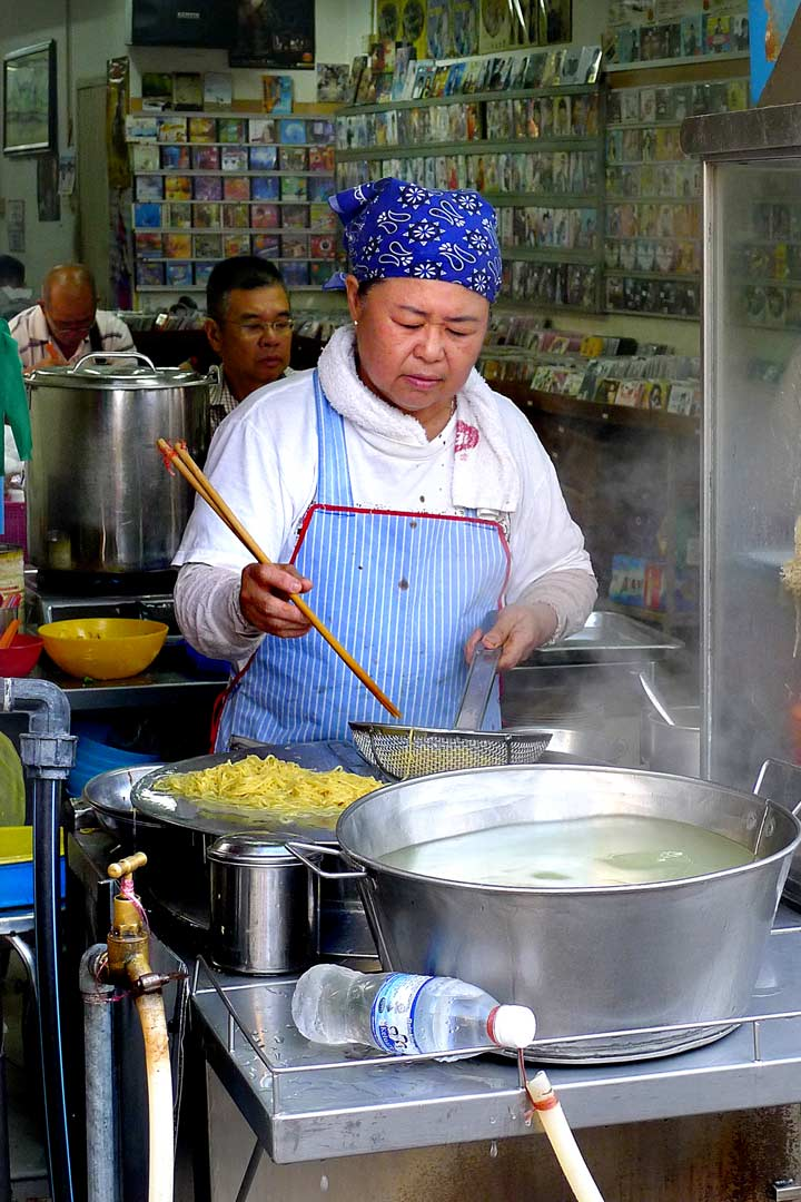 Noodle chef Chowrasta market Penang